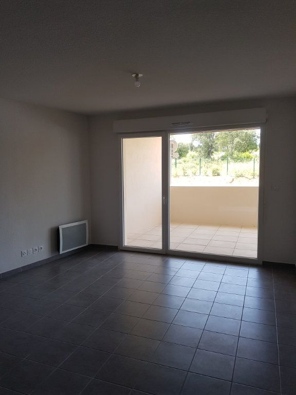 Appartement à louer 3 65.28m2 à Nîmes vignette-5