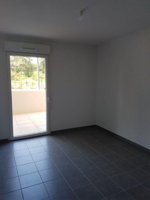 Appartement à louer 3 65.28m2 à Nîmes vignette-8