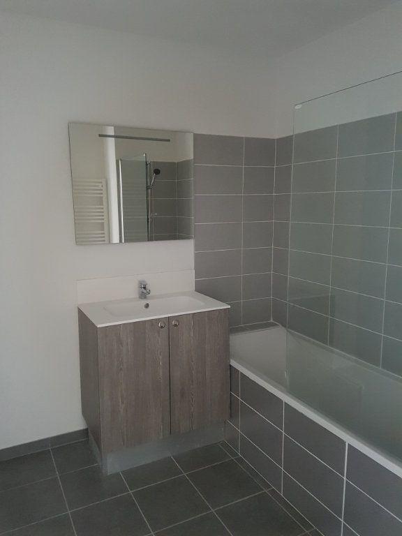Appartement à louer 3 65.28m2 à Nîmes vignette-9
