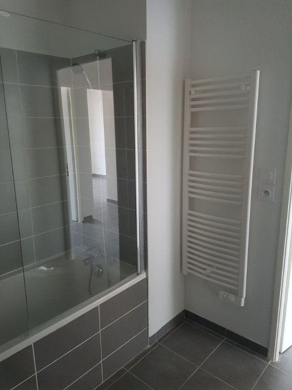 Appartement à louer 3 65.28m2 à Nîmes vignette-10