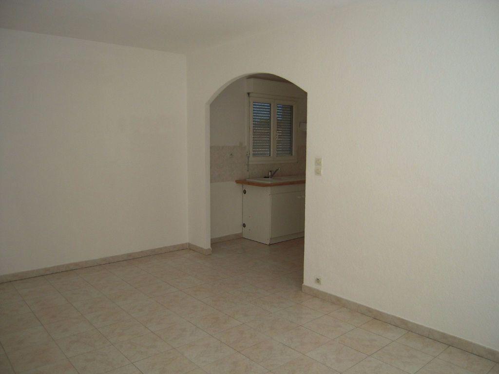 Appartement à louer 3 60m2 à Nîmes vignette-5