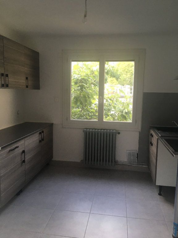 Appartement à louer 4 84m2 à Nîmes vignette-1