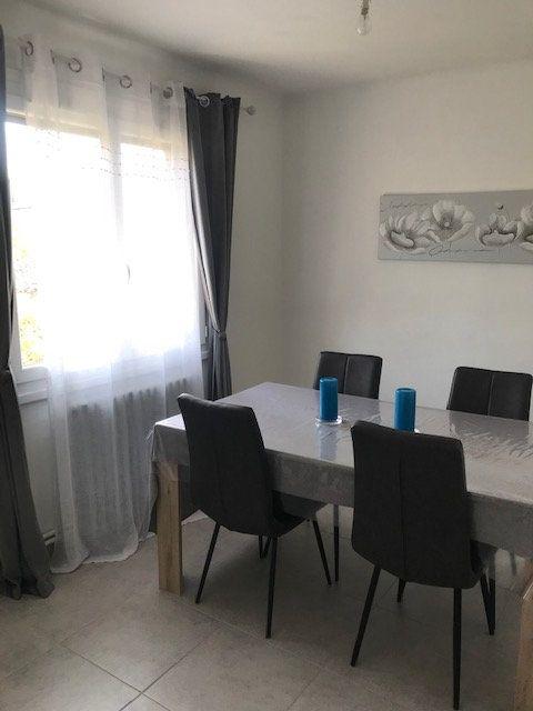 Appartement à louer 4 84m2 à Nîmes vignette-4