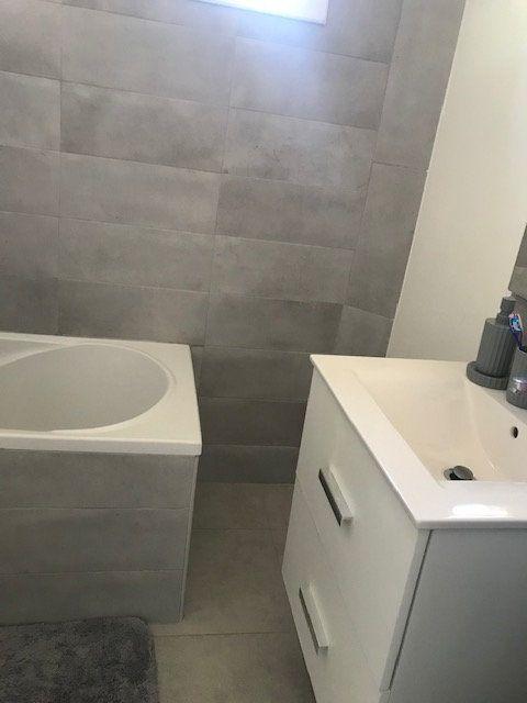 Appartement à louer 4 84m2 à Nîmes vignette-9