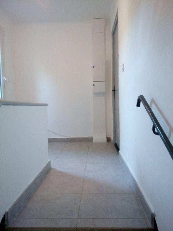 Appartement à louer 4 84m2 à Nîmes vignette-11