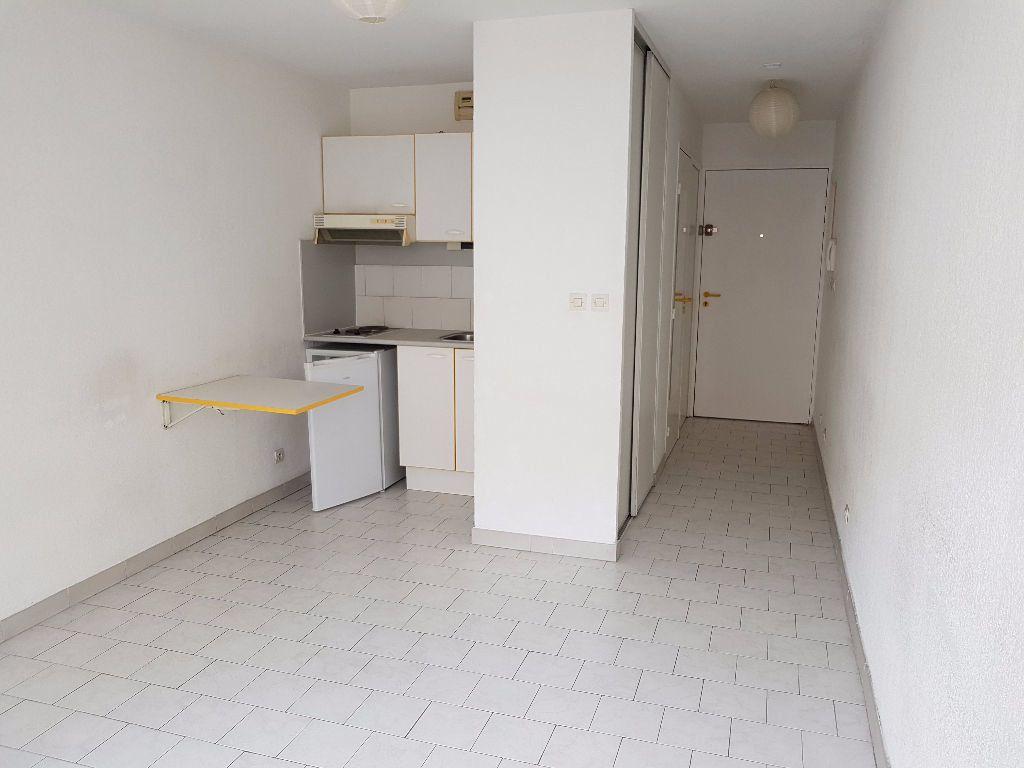 Appartement à louer 1 21m2 à Nîmes vignette-1