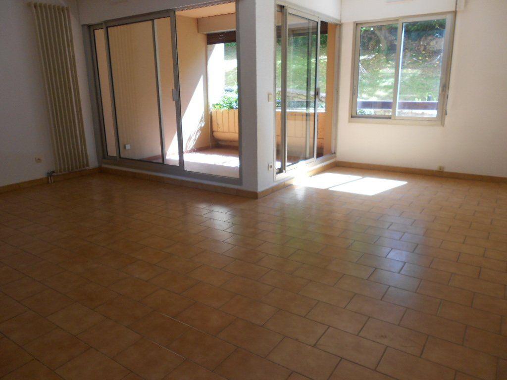 Appartement à louer 3 77m2 à Nîmes vignette-1