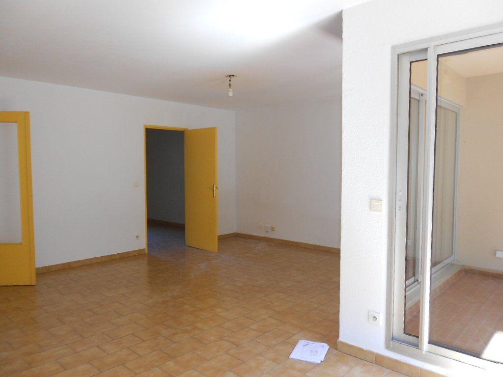 Appartement à louer 3 77m2 à Nîmes vignette-2