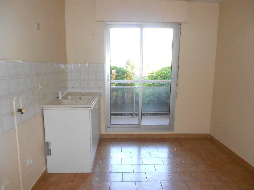 Appartement à louer 3 77m2 à Nîmes vignette-3