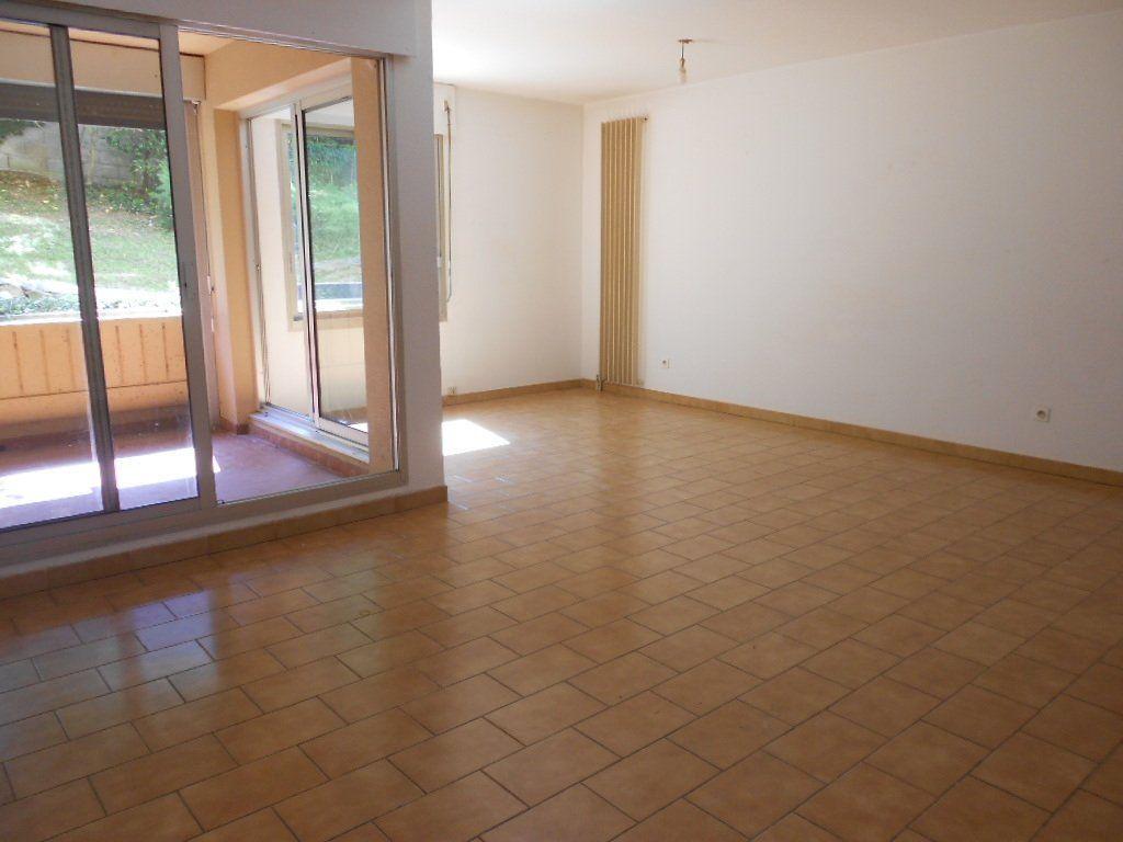 Appartement à louer 3 77m2 à Nîmes vignette-4