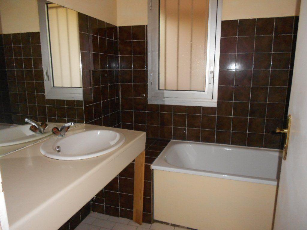 Appartement à louer 3 77m2 à Nîmes vignette-7