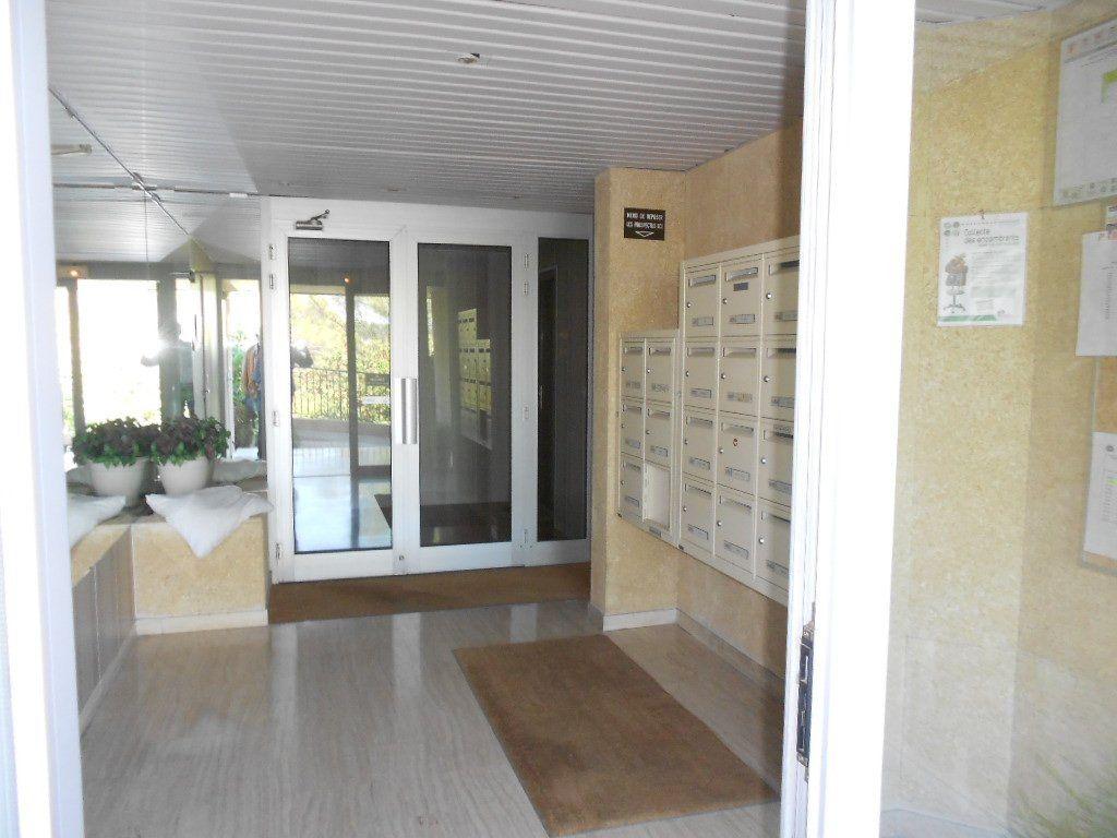 Appartement à louer 3 77m2 à Nîmes vignette-8