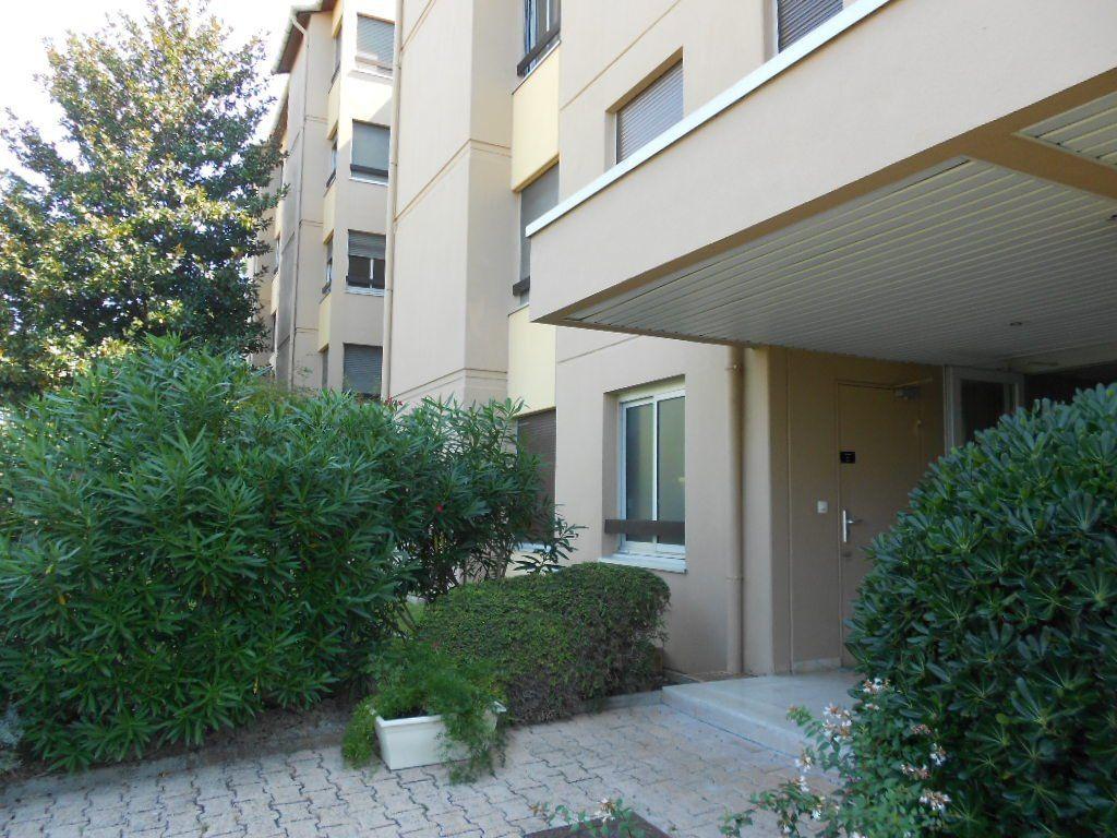 Appartement à louer 3 77m2 à Nîmes vignette-9