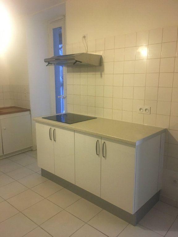 Appartement à louer 2 47m2 à Nîmes vignette-1