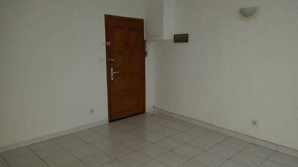 Appartement à louer 2 47m2 à Nîmes vignette-4