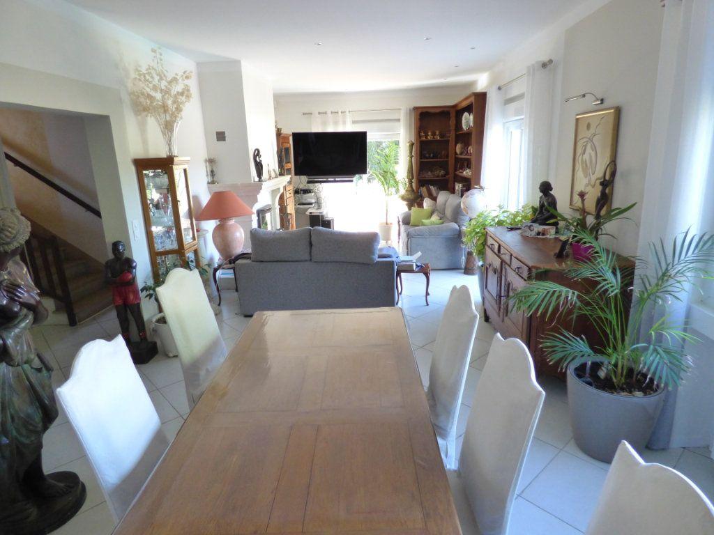 Maison à vendre 5 125m2 à Nîmes vignette-3