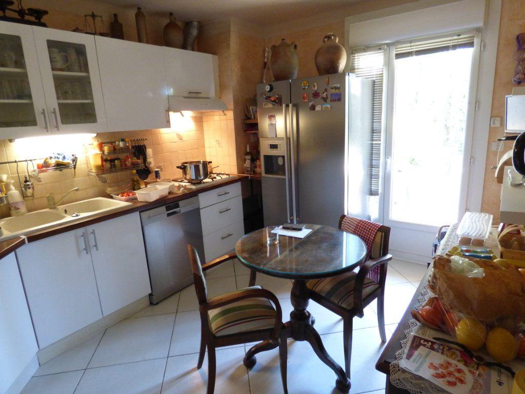 Maison à vendre 5 125m2 à Nîmes vignette-4
