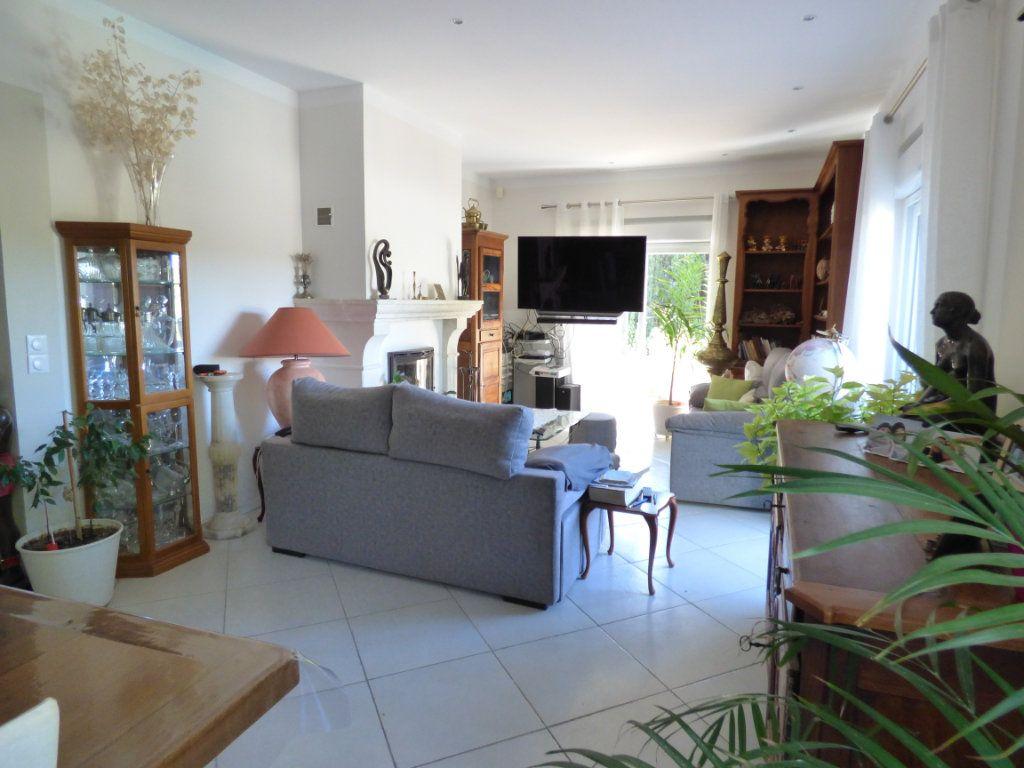 Maison à vendre 5 125m2 à Nîmes vignette-9