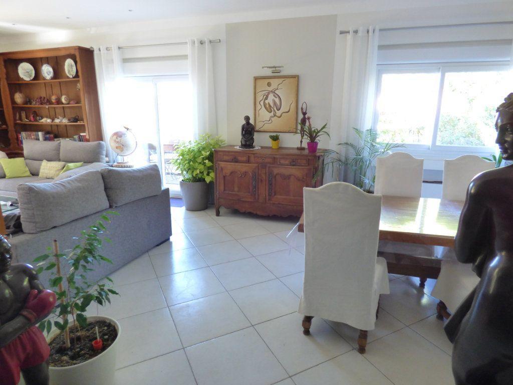 Maison à vendre 5 125m2 à Nîmes vignette-11
