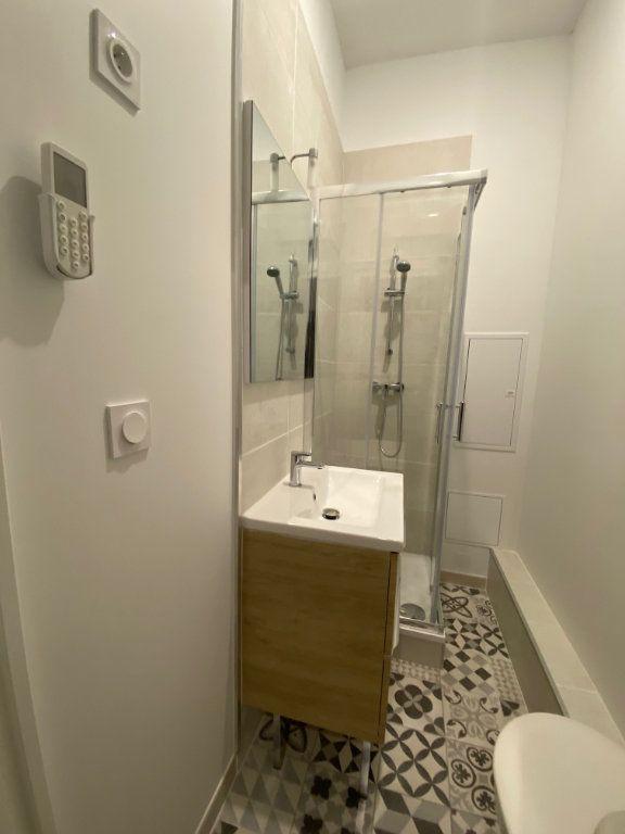 Appartement à louer 1 19m2 à Nîmes vignette-5