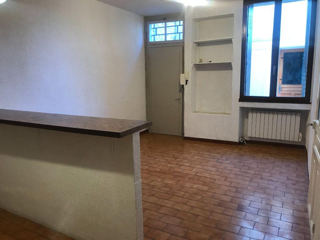 Appartement à louer 2 38.97m2 à Nîmes vignette-3