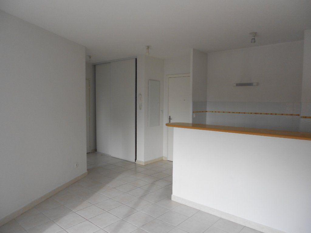 Appartement à louer 2 36.8m2 à Nîmes vignette-1