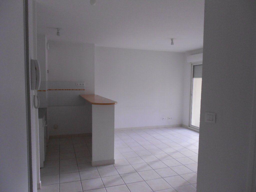 Appartement à louer 2 36.8m2 à Nîmes vignette-2