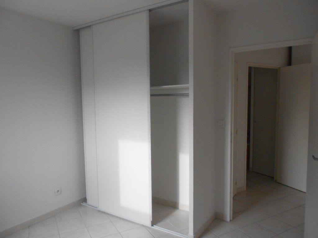 Appartement à louer 2 36.8m2 à Nîmes vignette-3