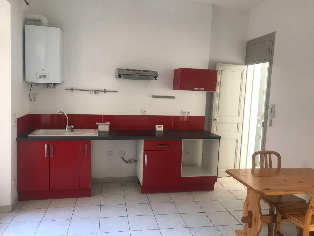 Appartement à louer 2 45.95m2 à Nîmes vignette-1