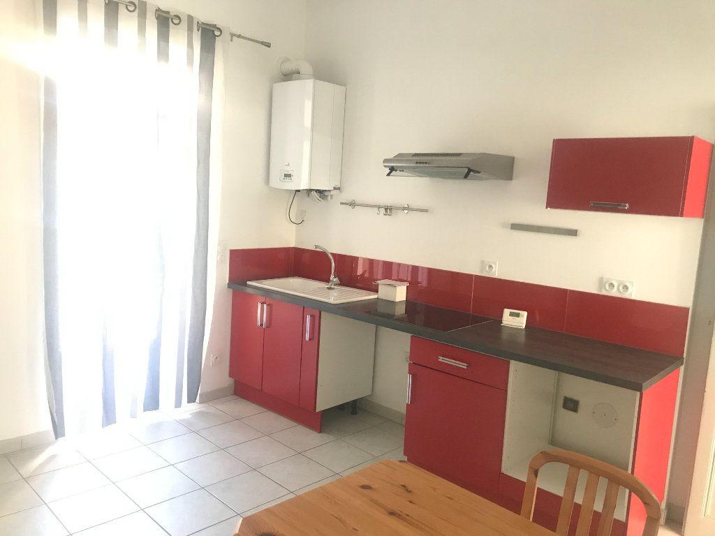Appartement à louer 2 45.95m2 à Nîmes vignette-2