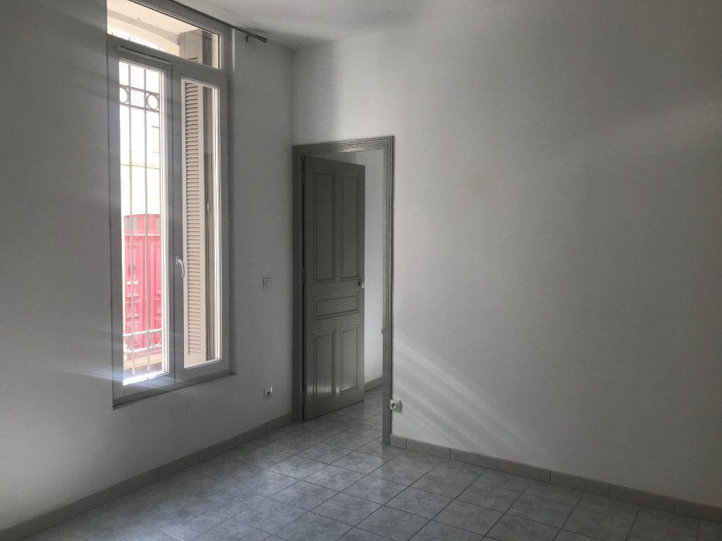Appartement à louer 2 45.95m2 à Nîmes vignette-3