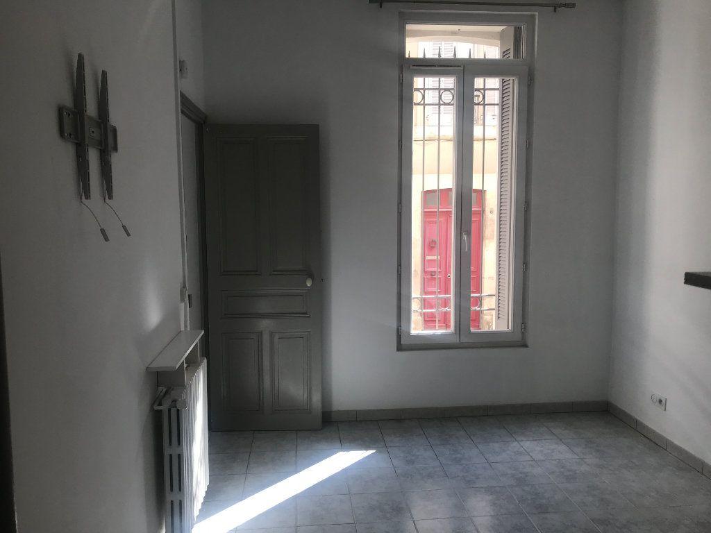 Appartement à louer 2 45.95m2 à Nîmes vignette-4