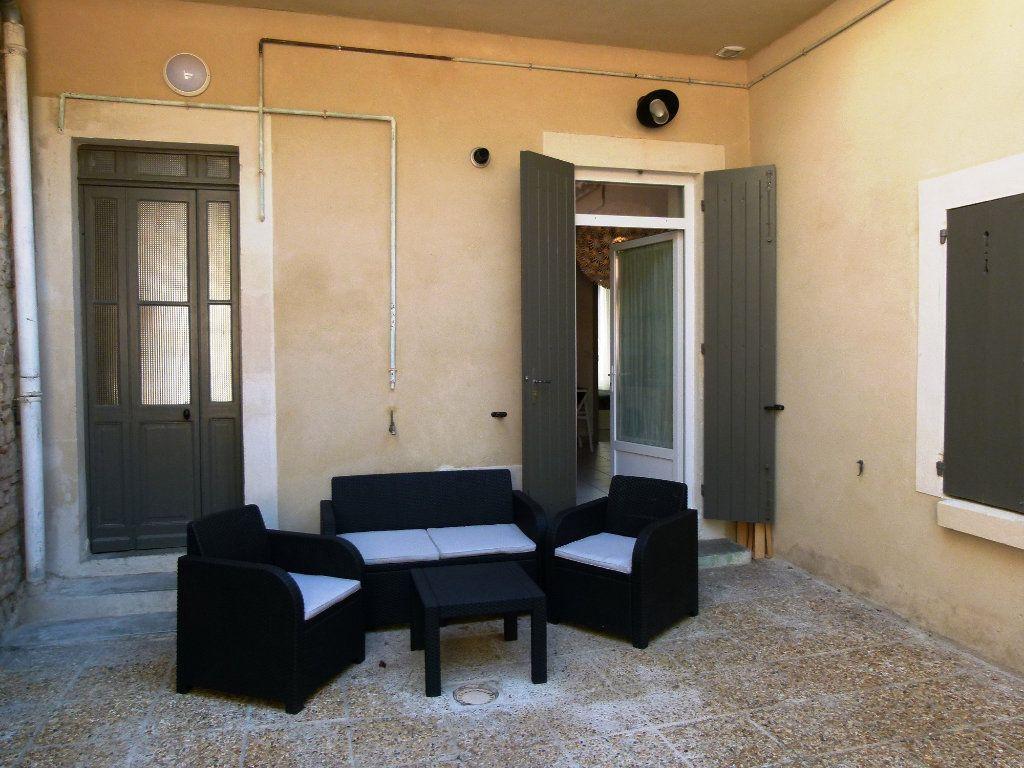 Appartement à louer 2 45.95m2 à Nîmes vignette-7
