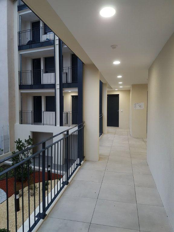 Appartement à louer 2 48.3m2 à Nîmes vignette-2