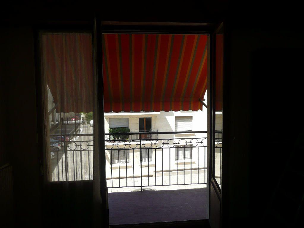 Appartement à louer 1 22m2 à Nîmes vignette-6