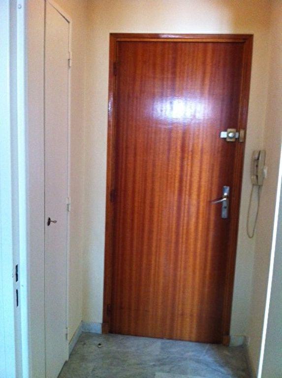Appartement à louer 1 22m2 à Nîmes vignette-7