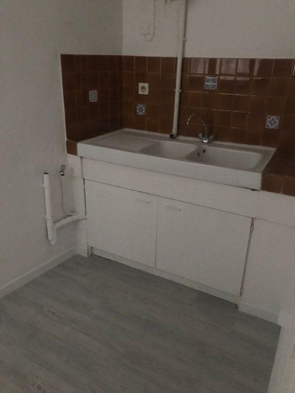 Appartement à louer 1 21m2 à Nîmes vignette-4