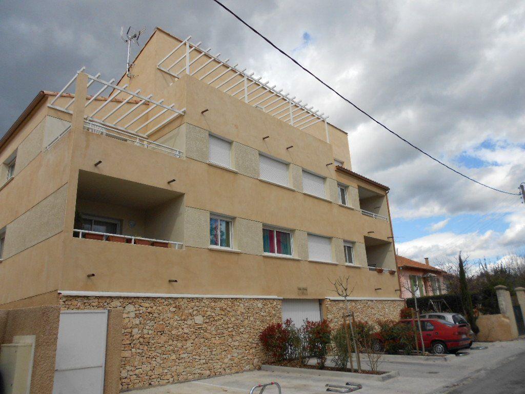 Appartement à louer 3 61.5m2 à Nîmes vignette-1