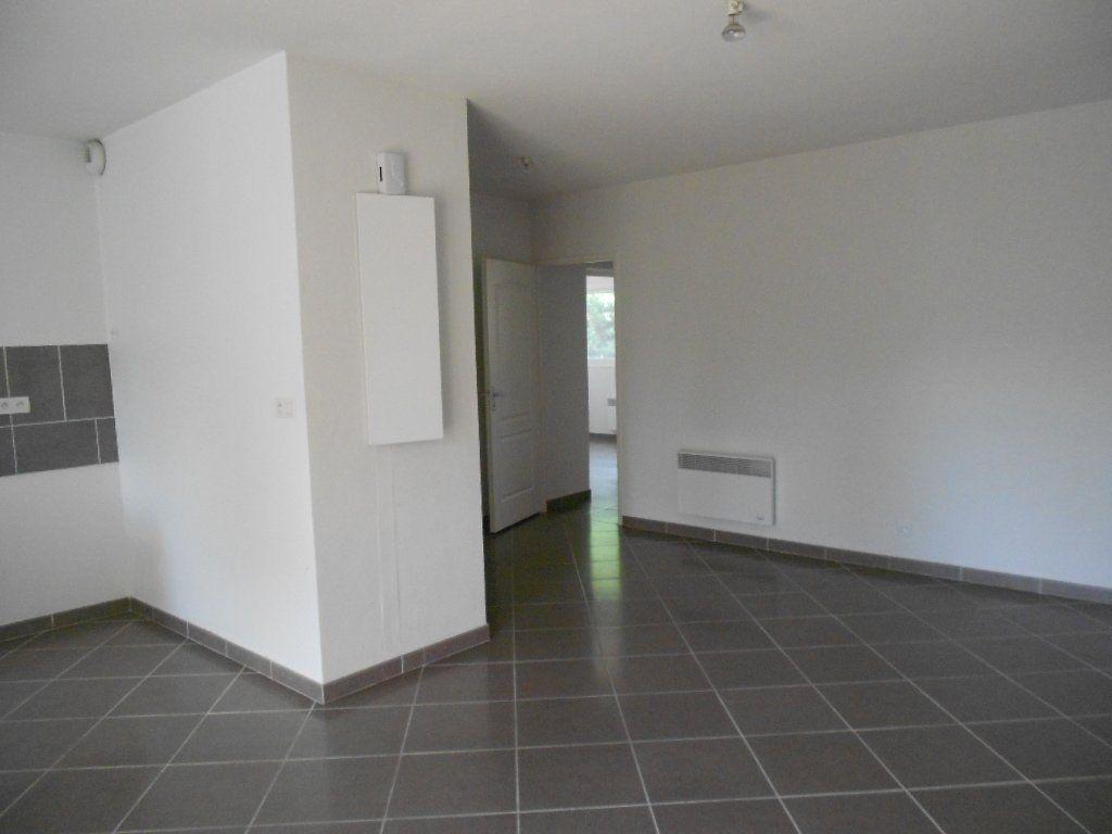 Appartement à louer 3 61.5m2 à Nîmes vignette-2