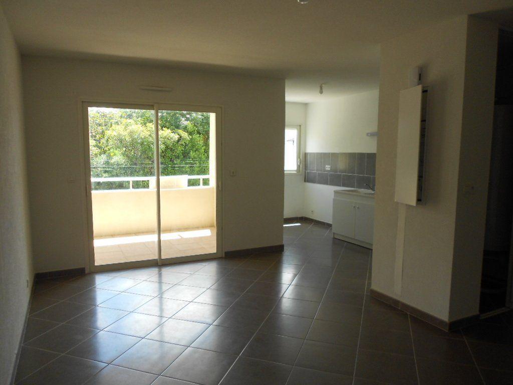 Appartement à louer 3 61.5m2 à Nîmes vignette-3