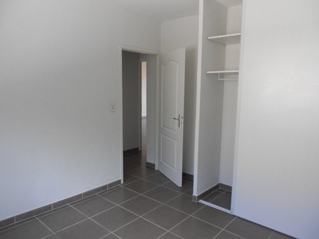 Appartement à louer 3 61.5m2 à Nîmes vignette-6
