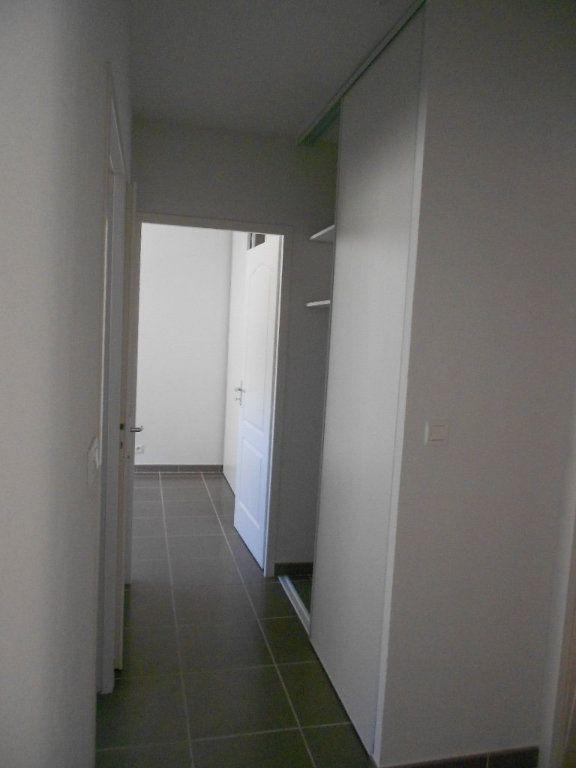 Appartement à louer 3 61.5m2 à Nîmes vignette-8