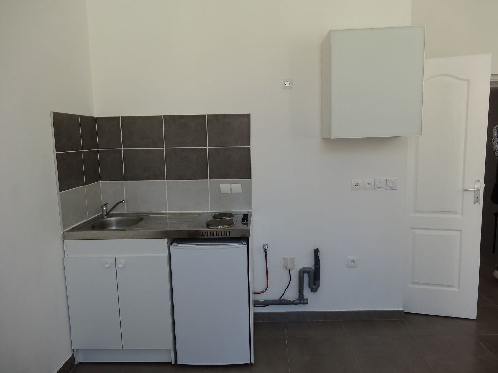 Appartement à louer 1 21.88m2 à Nîmes vignette-1
