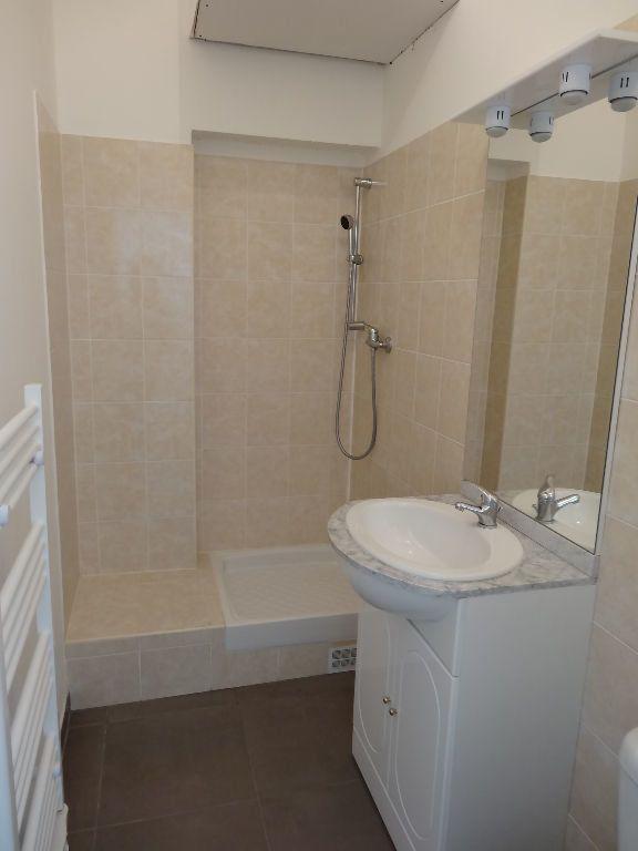Appartement à louer 1 21.88m2 à Nîmes vignette-4
