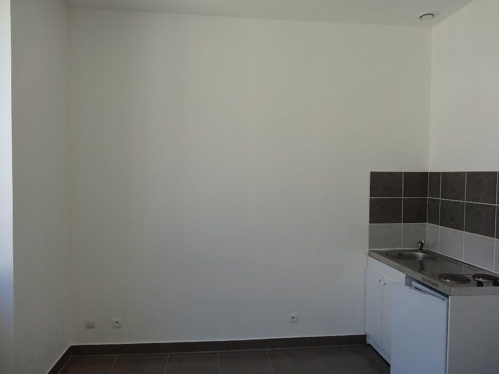 Appartement à louer 1 21.88m2 à Nîmes vignette-5