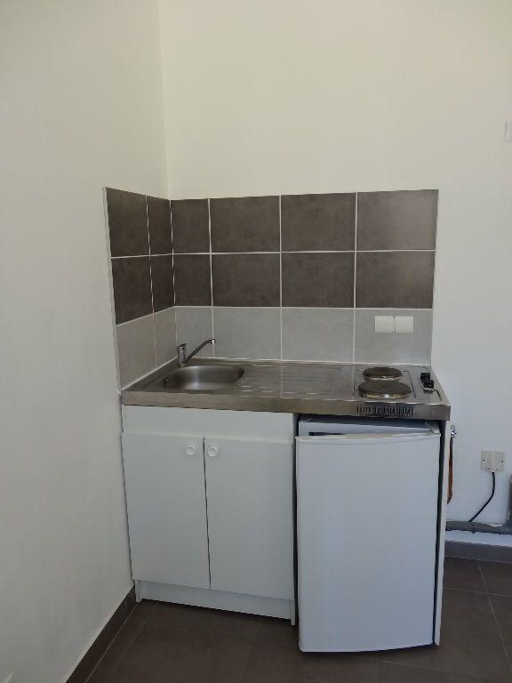 Appartement à louer 1 21.88m2 à Nîmes vignette-6