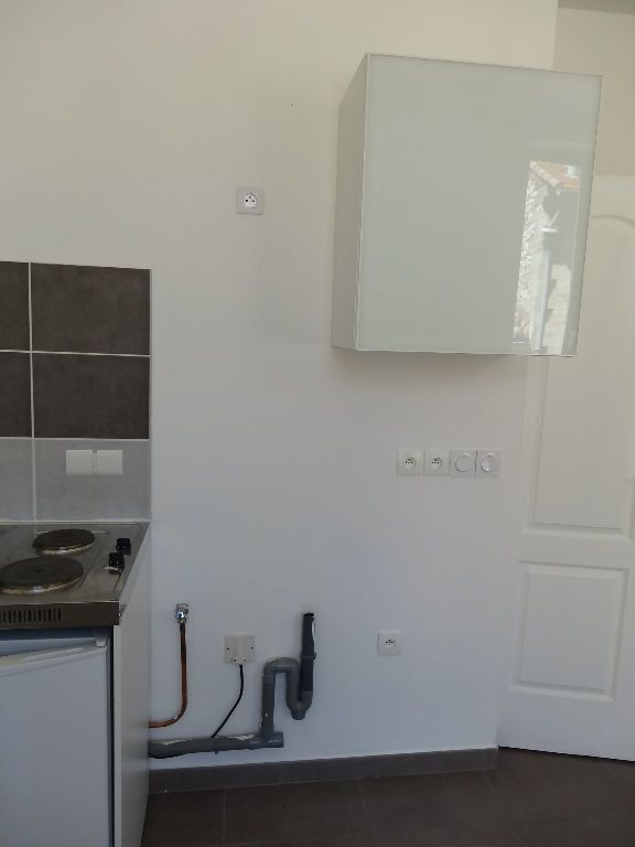Appartement à louer 1 21.88m2 à Nîmes vignette-9