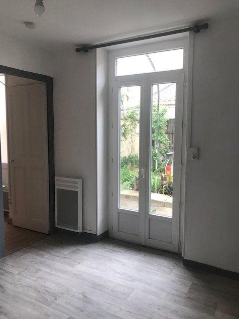 Appartement à louer 2 35m2 à Nîmes vignette-3