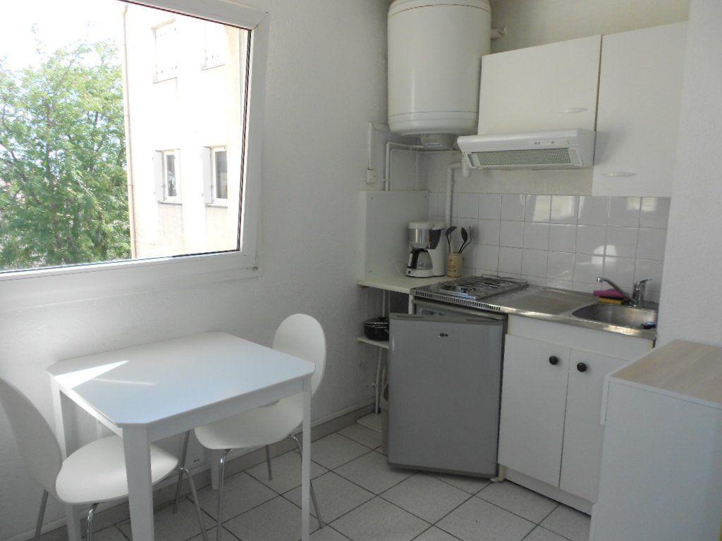 Appartement à louer 1 24m2 à Nîmes vignette-1