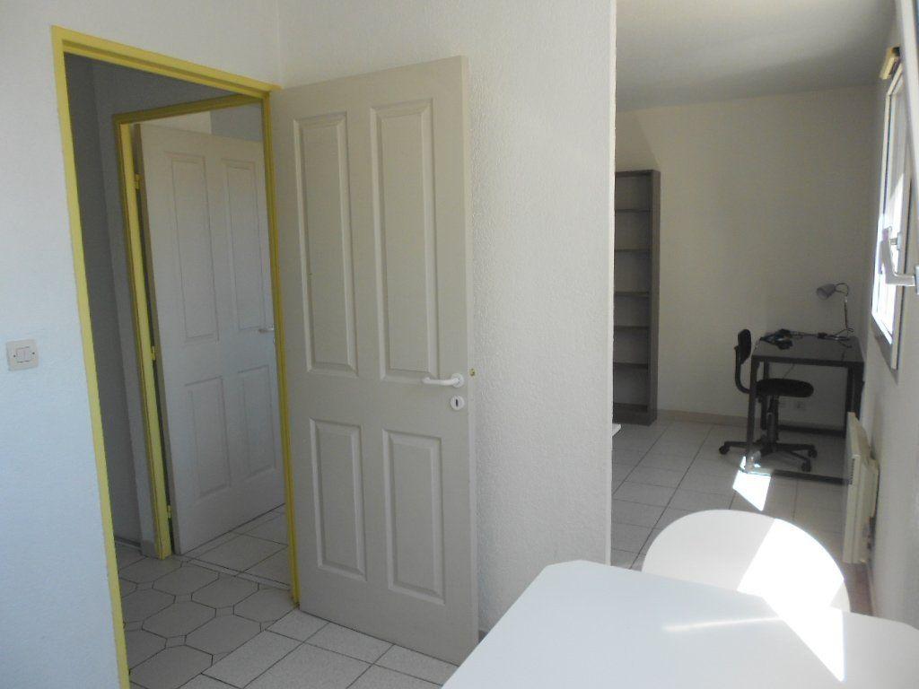 Appartement à louer 1 24m2 à Nîmes vignette-7